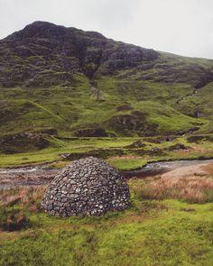 Hello! Who's there?  Right in he Highlands  #scotspirit -- #LoveScotland #scotland #scottish #highlands #igersscotland #igersedinburgh #insta_scotland #mountains #travel #traveleurope #bbctravel #natgeotravel #easyjet #picoftheday #weekend #sundaywalk #instaboy #wanderlust #hidden_scotland #glencoe http://ift.tt/2rQ8PiK
