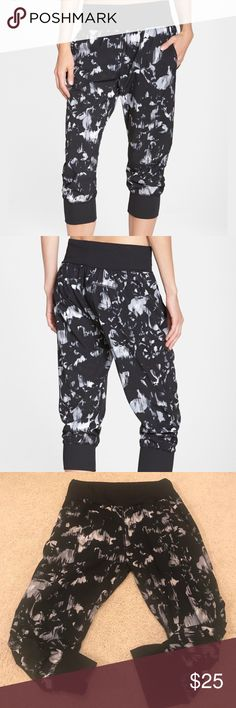 Zella 'Inspire' Jogger Pants Perfect condition! Runs slightly big for a slouchy cute fit! Pull on style with wide elasticized waist. Front slant pockets. 92% polyester, 8% Spandex Zella Pants Track Pants & Joggers