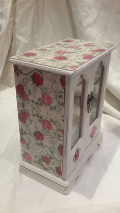 This is a fantastically Sparkly box depending on how you look at it or how the light hits it soon sparkly! different box with roses and vines decoupaged on the top and sides also accented with rhinestones embedded in the high gloss varnish. The paintwork is a cream colour with a