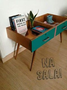 Use two drawers in a recycled vintage side table - UPCYCL .Use two drawers in a recycled vintage side table - UPCYCL . - Use two drawers in a recycled vintage side table - UPCYCLING Furniture Projects, Furniture Makeover, Home Projects, Wooden Projects, Furniture Online, Furniture Outlet, Discount Furniture, Furniture Plans, Diy Interior Projects