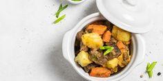 Μια συνταγή για χοιρινό διαφορετική από όσες έχετε δοκιμάσει ως σήμερα. Με αρώματα εσπεριδοειδών και μελωμένο αποτέλεσμα χάρη στο ψήσιμο στη γάστρα. | GASTRONOMIE | iefimerida.gr | χοιρινό, πορτοκαλί, γάστρα, πατάτες, συνταγή Pot Roast, Cooking, Ethnic Recipes, Food, Carne Asada, Kitchen, Roast Beef, Essen, Meals