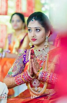 Bridal Sarees South Indian, South Indian Bride, Indian Wife, Bridal Portrait Poses, Bride Portrait, Wedding Saree Collection, Bridal Collection, Jewelry Collection, Indian Bridal Jewelry Sets