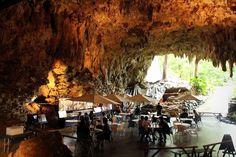 ガンガラーの谷 / 沖縄日本にもあった!洞窟の中にある神秘的なケイブカフェ4選 | RETRIP Beautiful Sites, Beautiful World, Wonderful Places, Beautiful Places, Public Space Design, Tourist Spots, Okinawa Japan, Japan Travel, Nice View