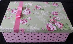 CAIXAS DE MDF DECORADAS: caixa em floral e poá