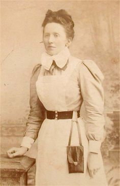 Carte de Visite Of A Victorian Housekeeper or Maid Wearing A Chatelaine Purse Carte de Visite
