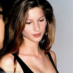 Gisele Bündchen from Supermodels' First Runway Shows The iconic supermodel posted this candid of her first runway show at age 14 just before she strutted down her final catwalk. 90s Models, Teen Models, Fashion Models, Fashion Show, Female Models, Fashion Brands, Gisele Hair, Elite Model Look, Best Model