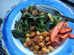 Vegan spiced chickpeas & roasted veggies