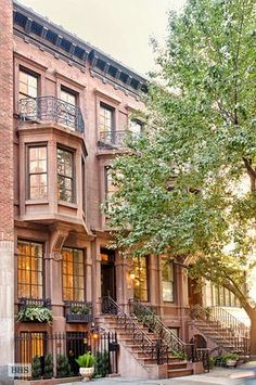 New York. This is the kind of apartment I wanna live in.  - Forget the apt. I would like the house! :)
