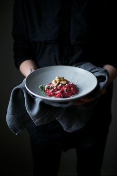 Beetroot Risotto with Mushrooms and Truffle Pecorino - Our Food Stories Risotto, Dark Food Photography, Food Styling, Mets, Beetroot, Creative Food, Food Inspiration, Love Food, Cookies Et Biscuits
