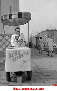 Ice cream stand in Nowa Huta, Poland (PRL). Old Photos, Vintage Photos, Poland Cities, Nostalgia, My Heritage, White Aesthetic, Warsaw, Childhood Memories, The Past