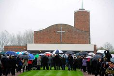 Harold Jellicoe Percival, WWII Veteran, Dies With No One To Attend Funeral... Until Internet Steps In. On Veterans Day, known as Armistice Day in the United Kingdom, hundreds of strangers turned up at the Lytham Park Crematorium in England to show their support for the deceased veteran.