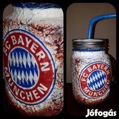 Kínál Egyedi kézműves füles bögre és szívószálas pohár 2in1 Bayern München: Egyedi kézműves füles bögre és szívószálas pohár 2 in 1. Ajándék Bayern M... Football, Mugs, Tableware, Bayern, Hs Football, Soccer, Dinnerware, American Football, Cups