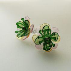 PET náušnice puzety zeleno růžové