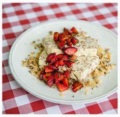 Semifreddo alla stracciatella with fresh strawberries in balsamic vinegar. Balsamic Vinegar, Strawberries, Pasta Salad, Risotto, Delicious Desserts, Fresh, Ethnic Recipes, Food, Crab Pasta Salad