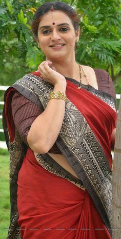 Exclusive stunning photos of beautiful Indian models and actresses in saree. Beautiful Women Over 40, Beautiful Girl Indian, Beautiful Saree, Arabian Beauty Women, Most Beautiful Bollywood Actress, Beautiful Actresses, Dehati Girl Photo, Desi Girl Image, Indian Girl Bikini