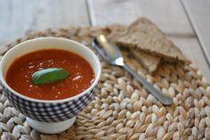 Een heerlijk ouderwets recept voor tomatensoep met balletjes. Voeg naar hartelust andere groenten toe of vermicelli.