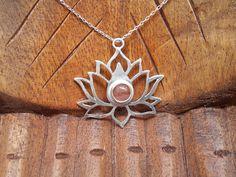 Colgante de Flor de Loto de Plata Silver, Jewelry, Hanging Flowers, Silver Pendants, Lotus Flower, Jasper, Natural Stones, Jewlery, Jewerly