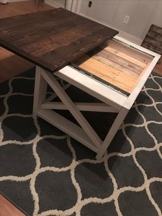 Coffee table w/ hidden compartment #diy #pallet #coffeetable