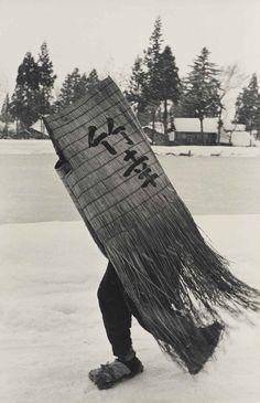 Hiroshi Hamaya (Japanese, 1915 - 'Man in a Traditional Minobashi Raincoat, Niigata Prefecture' 1956 Japanese Photography, Vintage Photography, Street Photography, White Photography, Photo Exhibit, Niigata, Getty Museum, Magnum Photos, Nihon