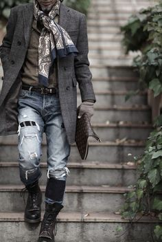 I don't care about the pants, but maybe that's because I wore the same style pants (with green jungle boots) in Jr. High. But I think I'll try out some combat boots and a blazer. Sounds fun. :!