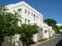 4 Loader Studios - This is a very popular apartment block located in Loader Street. The self-catering apartment features a wonderful terrace, a fully equipped open-plan kitchen and lounge, a washing machine, and a lock-up ... #weekendgetaways #dewaterkant