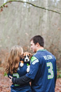 Seahawks jersey family photos (with dogs) Washington state portrait and wedding photographer