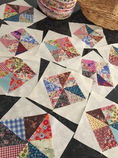 Scrappy pinwheels in squares Pinwheel Quilt Pattern, Scrappy Quilt Patterns, Scrappy Quilts, Easy Quilts, Small Quilts, Quilting Tutorials, Quilting Projects, Quilting Designs, Sewing Projects