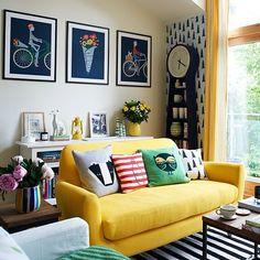 poster + almofadas + adesivo na parede