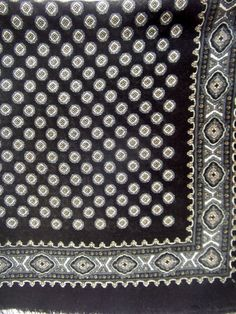 Vintage scarf black and white fine wool hand printed by CHEZELVIRE, $12.00