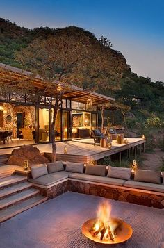 Marataba Trails Lodge is a unique luxury safari lodge specializing in walking safaris in a Big Five game area. Marataba Trails Lodge is a unique luxury safari lodge specializing in walking safaris in a Big Five game area. Chalet Modern, Modern Mountain Home, Mountain Houses, Modern Lodge, Houses In The Mountains, Mountain Living, Casas Containers, Modern House Design, Modern Lake House
