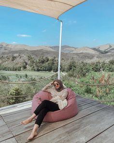 Casual Hijab Outfit, Ootd Hijab, Girl Hijab, Modern Hijab, Hijab Fashion Inspiration, Hijabs, Muslim Fashion, Muslim Women, How To Take Photos