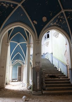 Chateau de Miranda Interior, just above the stairway, one can see the interior balconies featured in other shots.
