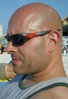 Oakley Sunglasses, Mirrored Sunglasses, Mens Sunglasses, Bald Haircut, Man 2 Man, Arched Eyebrows, Bald Man, Bald Heads, Male Models