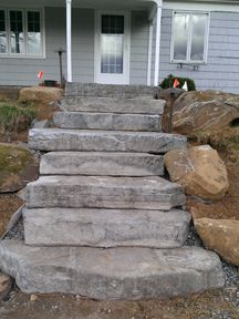 Terrace Garden - Concrete Steps made to look natural This time, we will know how to decorate your balcony and your garden easily with plants Patio Steps, Outdoor Steps, Paver Patio Installation, Garden Stairs, Terrace Garden, Garden Paths, Rock Steps, Front Steps Stone, Concrete Steps