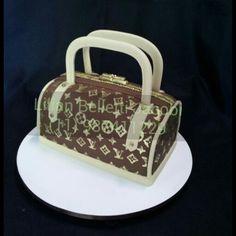 Mais um bolo no formato de bolsa da Louis Vuitton