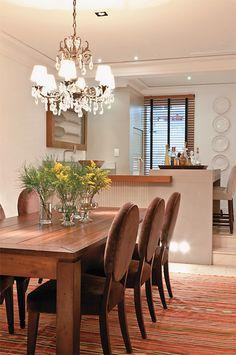 Sala de jantar projetada pelo escritório Maria Christina Rinaldi Arquitetura