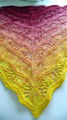 Knitted Shawls, Crochet Scarves, Lace Shawls, Knit Or Crochet, Crochet Shawl, Knit Lace, Lace Knitting Patterns, Poncho Patterns, Knitting Ideas