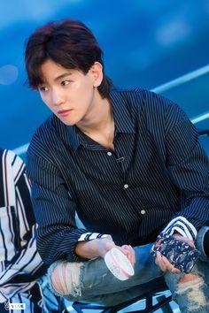 I miss his mullet exo baekhyun Kris Wu, Luhan And Kris, Baekhyun Chanyeol, Park Chanyeol, Baekyeol, Chanbaek, Youngjae, Exo Ot12, K Pop