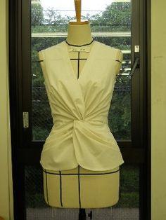 ドレーピング授業 ファッションクリエイター学科コースインフォメーション|デザイナー、パタンナー、スタイリストを養成する大阪のファッション専門学校上田安子服飾専門学校