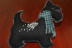 Scotty Dog Felt Pin Cushion.  Check out http://www.modernquiltingbyb.com/2010/12/pin-cushions.html