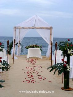 Celebren su amor con una ceremonia íntima en las hermosas playas de Huatulco.   Bodas Huatulco te ayudará a crear la boda de tus sueños en playa.  #BodasHuatulco #HuatulcoWeddings #BeachWeddingMexico #Bodaenplaya   #Microwedding #microboda #bodaíntima #bodaelopement #elopementwedding   boda en playa, beach wedding, Oaxaca, México, Bodas Huatulco, Wedding Planner