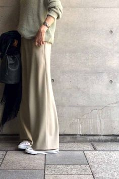 Pin on snap Pin on snap in 2020 Long Skirt Fashion, Modest Fashion, Love Fashion, Autumn Fashion, Fashion Design, Style Fashion, Minimalist Wardrobe, Minimalist Fashion, Chic Outfits