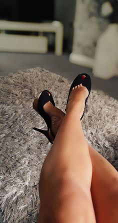 Sexy Legs And Heels, Hot High Heels, Womens High Heels, Black Heels, Beautiful High Heels, Gorgeous Feet, Beautiful Legs, Tan Body, Sexy Toes