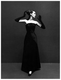 Dovima in evening dress by Givenchy, photo by Richard Avedon, Paris studio, August 1955