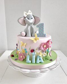 1st Birthday Cake For Girls, Cute Birthday Cakes, First Birthday Cakes, Elephant Baby Shower Cake, Elephant Cakes, Cake Designs For Girl, Gateau Baby Shower, Jungle Cake, Baby Girl Cakes