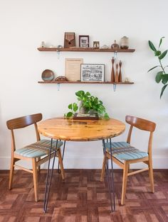 79 Astonishing Small Dining Room Designs www.futuristarchi… 79 Astonishing Small Dining Room Designs www. Sweet Home, Kitchen Corner, Kitchen Dining, Small Kitchen Tables, Kitchen Chairs, Kitchen Decor, Small Apartments, Small Spaces, Loft Spaces