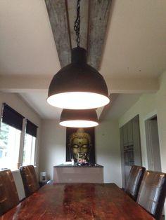 Robuste keuken verlichting aan stijgerhout