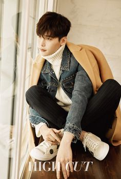 "With the continuing success of ""W – Two Worlds"", it should come as no surprise that Lee Jong Suk is riding high as the man of the hour. Gracing the cover of the September issue of…"
