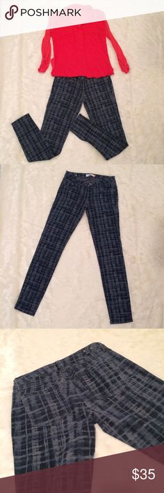 """Cabi Skinny Grid Jeans EUC, machine washed cold and laid flat to dry. Waist approximately 14 1/2"""" laying flat. Inseam approximately 31"""". Fall 2015 season. 89% cotton, 9% elasterell, 2% spandex. The paired with the Splendid brand tee in my closet. 🚫No lowball offers. 💰I offer a 10% bundle discount on 3 or more items. CAbi Jeans Skinny"""