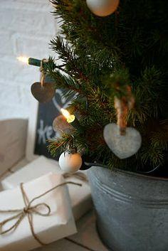 under the Christmas tree ♥ mixmix #mixmixreykjavik.com - via buitenlevenindebinnenstad.blogspot.com